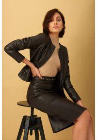 Greenpoint - Spódnica z ekologicznej skóry, ołówkowa z asymetrycznymi przeszyciami