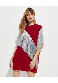T-DRESS - Czerwona sukienka mini ze srebrnymi frędzlami. Kolor: czerwony. Materiał: bawełna. Typ sukienki: proste. Długość: mini