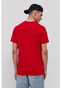 Tommy Jeans - T-shirt bawełniany. Okazja: na co dzień. Kolor: czerwony. Materiał: bawełna. Wzór: aplikacja. Styl: casual