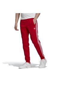 Czerwone spodnie Adidas z aplikacjami