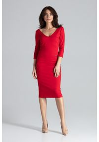 Lenitif - Elegancka dopasowana sukienka z dekoltem V czerwona. Kolor: czerwony. Typ sukienki: dopasowane. Styl: elegancki. Długość: midi