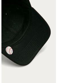 Czarna czapka z daszkiem 47 Brand z aplikacjami