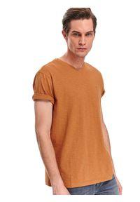 TOP SECRET - T-shirt strukturalny. Okazja: na spacer, do pracy. Kolor: żółty. Materiał: bawełna, tkanina. Długość rękawa: krótki rękaw. Długość: krótkie. Wzór: gładki. Sezon: wiosna. Styl: klasyczny