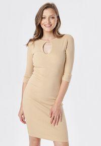 Born2be - Jasnobeżowa Sukienka Klelira. Kolor: beżowy. Materiał: dzianina. Wzór: prążki, aplikacja. Długość: midi