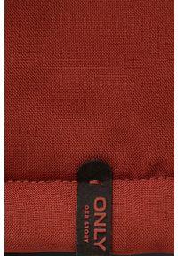 only - Only - Parka. Kolor: czerwony. Materiał: tkanina, futro. Wzór: gładki