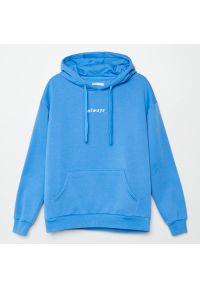 Cropp - Bluza z napisem - Niebieski. Kolor: niebieski. Wzór: napisy