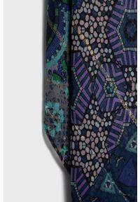 Desigual - Szal. Kolor: niebieski. Materiał: tkanina