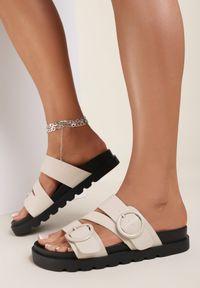 Renee - Beżowe Klapki Cireasi. Nosek buta: okrągły. Kolor: beżowy. Materiał: guma. Wzór: aplikacja. Obcas: na platformie