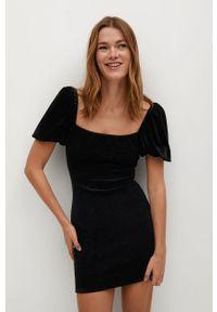 Czarna sukienka mango prosta, z krótkim rękawem, z dekoltem karo, na co dzień