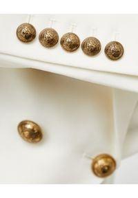 Balmain - BALMAIN - Wełniana marynarka ze złotymi guzikami. Kolor: biały. Materiał: wełna. Wzór: aplikacja