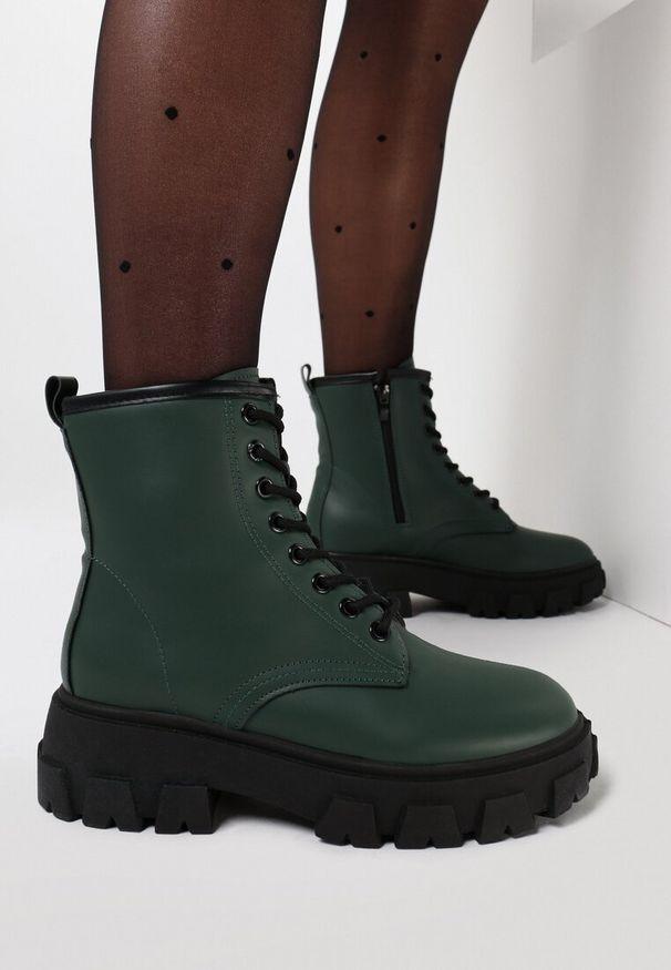 Zielone płaskie botki Born2be