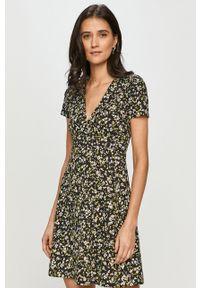 Wielokolorowa sukienka Tommy Jeans z krótkim rękawem, rozkloszowana