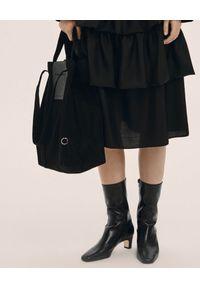 ANIA KUCZYŃSKA - Bawełniana torba Hong Kong z czarną juchtową skórą. Kolor: czarny. Materiał: skórzane