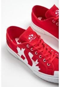SNEAKERSY DSQUARED2 X SUPERGA. Nosek buta: okrągły. Zapięcie: sznurówki. Materiał: guma. Wzór: nadruk, aplikacja