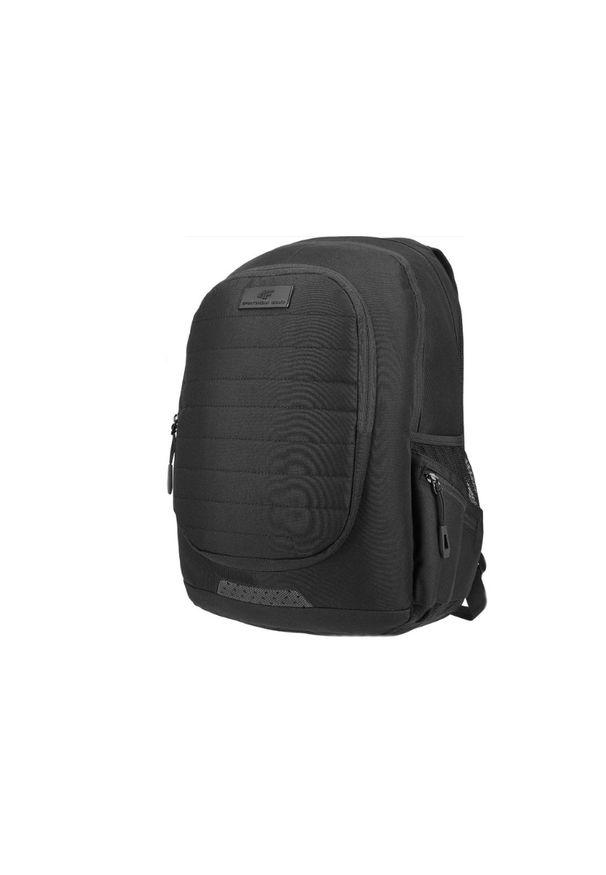 Czarny plecak 4f w kolorowe wzory