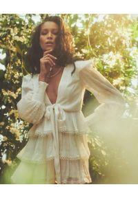 HEMANT & NANDITA - Biała sukienka Veda. Kolor: biały. Materiał: wiskoza. Długość rękawa: długi rękaw. Długość: mini