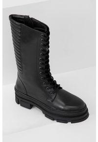 Answear Lab - Kozaki skórzane. Nosek buta: okrągły. Kolor: czarny. Materiał: skóra. Szerokość cholewki: normalna. Obcas: na platformie. Styl: wakacyjny