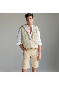 Reserved - Klasyczne bawełniane szorty - Beżowy. Kolor: beżowy. Materiał: bawełna. Styl: klasyczny
