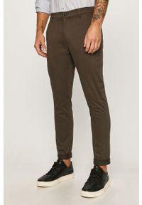 Tailored & Originals - Spodnie. Kolor: zielony. Materiał: tkanina