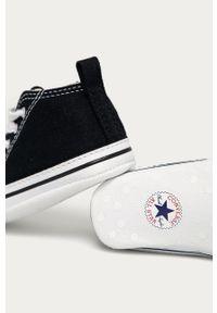 Czarne trampki Converse z okrągłym noskiem