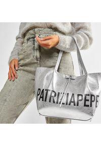 Srebrna torebka klasyczna Patrizia Pepe skórzana, na ramię