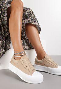 Renee - Ciemnobeżowe Trampki Daintho. Nosek buta: okrągły. Kolor: beżowy. Materiał: jeans, materiał, guma. Szerokość cholewki: normalna