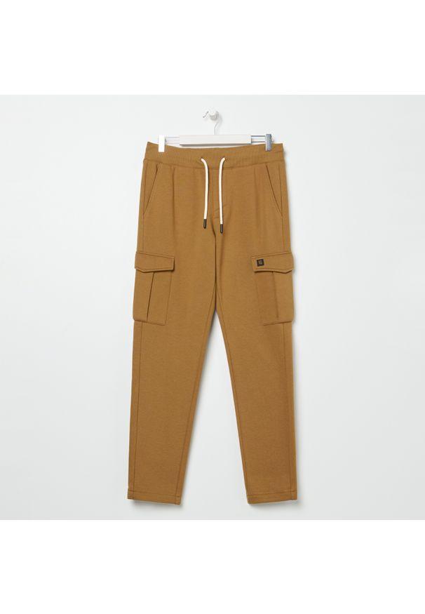 Żółte spodnie Sinsay