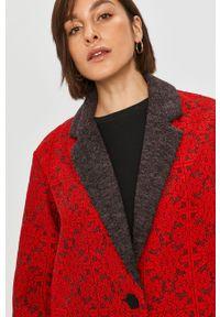 Czerwony płaszcz Desigual bez kaptura, klasyczny