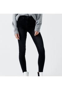 Szare jeansy Cropp z obniżonym stanem