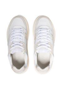 Lacoste - Sneakersy LACOSTE - Game Advance Luxe721 Sma 7-41SMA001565T Wht/Off Wht. Okazja: na co dzień. Kolor: biały. Materiał: zamsz, skóra. Szerokość cholewki: normalna. Styl: casual, sportowy #5
