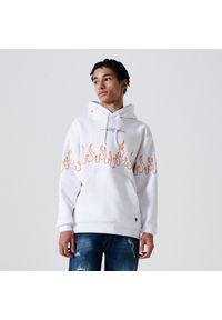Cropp - Bluza comfort z nadrukiem - Biały. Kolor: biały. Wzór: nadruk