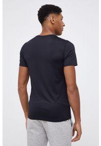 4f - 4F - T-shirt. Okazja: na co dzień. Kolor: czarny. Materiał: włókno, dzianina. Wzór: nadruk. Styl: casual