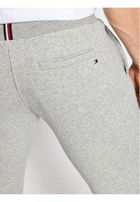 TOMMY HILFIGER - Tommy Hilfiger Spodnie dresowe Stacked Logo MW0MW18485 Szary Regular Fit. Kolor: szary. Materiał: dresówka