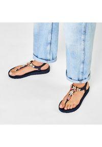 Niebieskie sandały skechers z aplikacjami, na co dzień