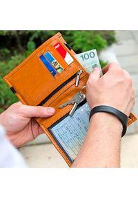 Solier - Skórzany portfel męski na paszport SOLIER SW07 jasnobrązowy. Kolor: brązowy. Materiał: skóra