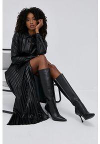 TwinSet - Twinset - Sukienka. Kolor: czarny. Materiał: materiał. Długość rękawa: długi rękaw. Typ sukienki: plisowane, rozkloszowane