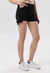 Born2be - Czarne Szorty Vivialori. Okazja: na co dzień. Stan: podwyższony. Kolor: czarny. Materiał: jeans. Długość: długie. Styl: sportowy, casual