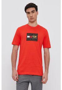TOMMY HILFIGER - Tommy Hilfiger - T-shirt bawełniany. Okazja: na co dzień. Kolor: pomarańczowy. Materiał: bawełna. Wzór: aplikacja. Styl: casual