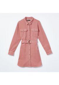 Mohito - Szmizjerka z paskiem - Różowy. Kolor: różowy. Typ sukienki: szmizjerki