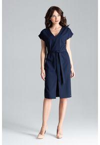 Lenitif - Elegancka sukienka z kimonowym rękawem i paskiem granatowa. Okazja: do pracy, na co dzień. Kolor: niebieski. Długość rękawa: krótki rękaw. Typ sukienki: proste. Styl: elegancki