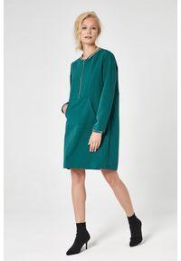 e-margeritka - Sukienka sportowa trapezowa zielona - l. Okazja: na co dzień. Kolor: zielony. Materiał: poliester, wiskoza, materiał, elastan. Typ sukienki: sportowe, trapezowe. Styl: sportowy