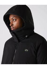 Lacoste - LACOSTE - Czarna kurtka oversize. Kolor: czarny. Materiał: tkanina. Długość: długie. Wzór: gładki. Sezon: zima. Styl: elegancki, sportowy