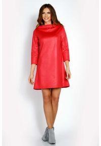 Lou-Lou - Różowa Sukienka Trapezowa z Woskowanej Tkaniny z Kołnierzem. Kolor: różowy. Materiał: tkanina. Typ sukienki: trapezowe