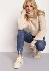 Renee - Niebieskie Jeansy Achyne. Stan: podwyższony. Kolor: niebieski. Wzór: aplikacja. Styl: elegancki