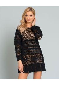 SELF PORTRAIT - Czarna szydełkowa sukienka. Kolor: czarny. Materiał: koronka. Długość rękawa: długi rękaw. Wzór: haft, geometria, aplikacja, ażurowy, kwiaty. Typ sukienki: dopasowane, kopertowe, rozkloszowane. Styl: elegancki