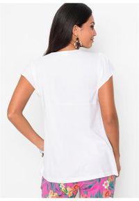 Shirt z koronką w dekolcie bonprix biały. Kolor: biały. Materiał: koronka. Wzór: koronka