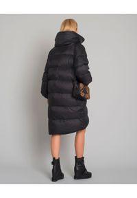 MALIPARMI - Czarny puchowy płaszcz oversize. Okazja: na spacer. Kolor: czarny. Materiał: puch. Długość: do kolan. Sezon: zima