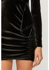 Pepe Jeans - Sukienka Tracy x Dua Lipa. Okazja: na co dzień. Kolor: czarny. Materiał: dzianina. Długość rękawa: długi rękaw. Wzór: gładki. Typ sukienki: proste. Styl: casual