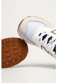 Szare sneakersy New Balance na sznurówki, z okrągłym noskiem