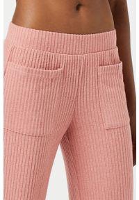 Różowe spodnie dresowe Etam